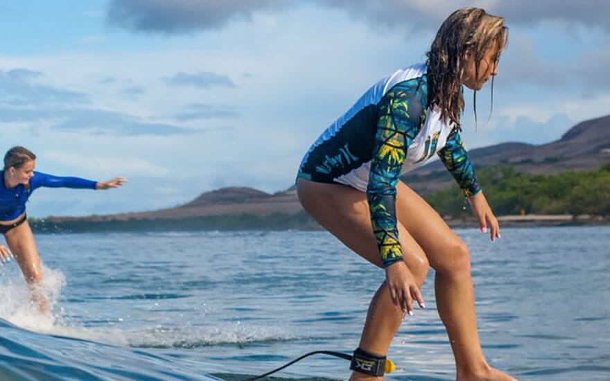 maui surfer girls beginner surf lesson
