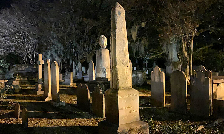 Two Bars One Graveyard Ghost Tour